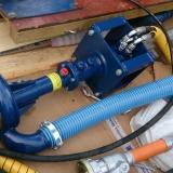 Med hydrauldrift på muddringspumpen kan man luta pumpen hur mycket som helst och också muddra till obegränsat djup, bara längden på hydraulslangen sätter gränser