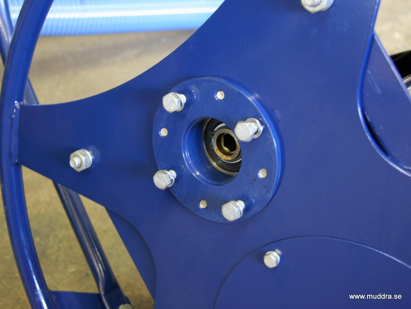 Man kan få pumpen med olika längd på axlarna, här fäster man axeln i motordelen. Då den är enkelt isärtagen så underlättar det också transport av pumpen.