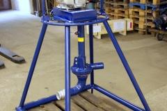 När man behöver pumpa massorna längre än 150 m eller om det är stor höjdskillnad behöver man en booster pump som kopplas in på slangen för att trycka massorna vidare.